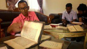 Cek Midi, Jual Tanah Demi Selamatkan Manuskrip Kuno