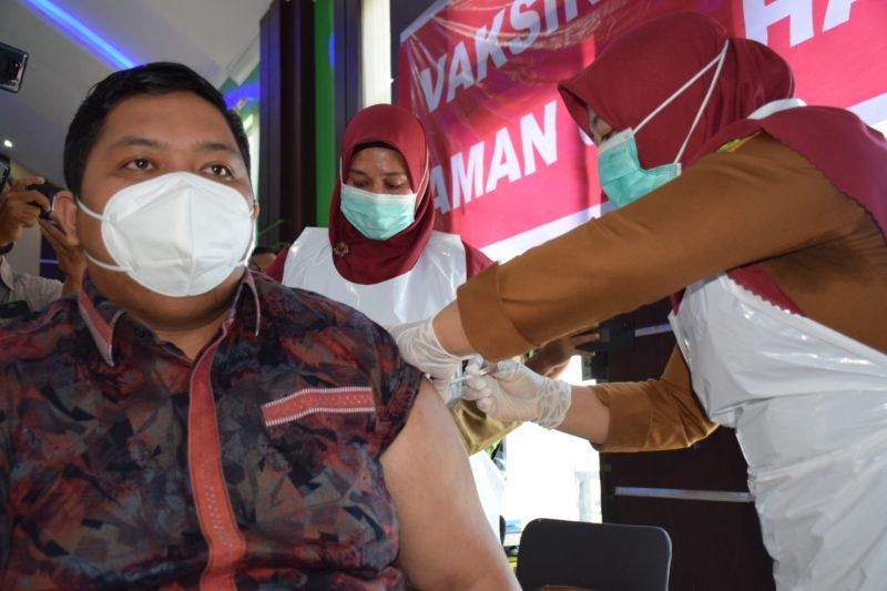 Ketua DPRK Subulussalam Pertama Disuntik Vaksin