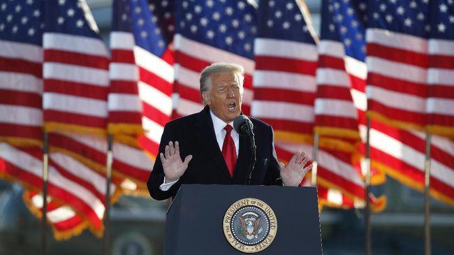 Mantan Presiden Amrika Serikat (AS) Donald Trump menilai para pengunjuk rasa di Gedung Capitol pada awal Januari lalu peduli dengan Pilpres AS dan menolak untuk membubarkannya. Hal itu terungkap dalam percakapan telepon antara Trump dan Anggota DPR AS Kevin McCarthy.