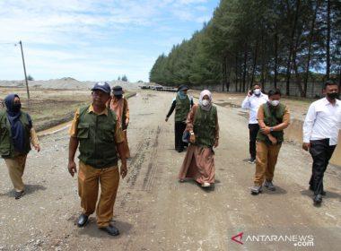 Petugas DLHK Kabupaten Nagan Raya